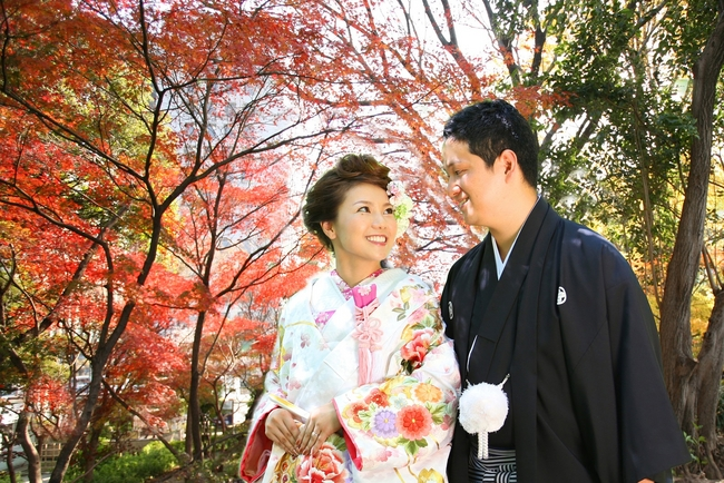 【DATA WATCHING】国際結婚カップルに聞いた結婚式の実態「場所」「衣装」「風習」はどうした?