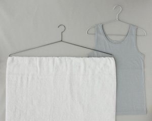 バスタオルハンガー ■バスタオルから物干し竿を解放するハンガー『バスタオルハンガー』 洗濯物を干
