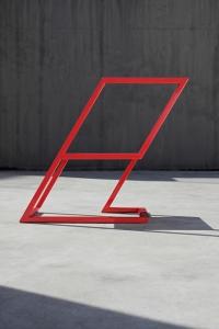 重力を可視化したチェア『60 Red Chair』