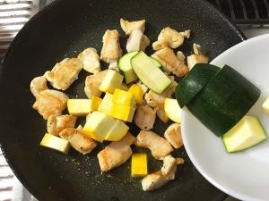 鶏むね肉と夏野菜の彩炒め015