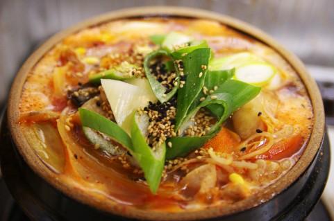 海外旅行先で恋しくなる日本食1位は?