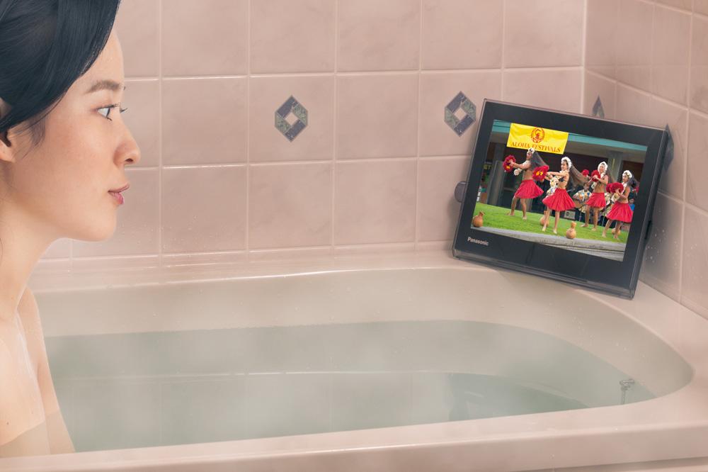 家でも外出先でも楽しめる15V型ポータブルテレビ『プライベート・ビエラ』