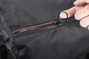 ジップヘッドは開けやすいリング型を採用。