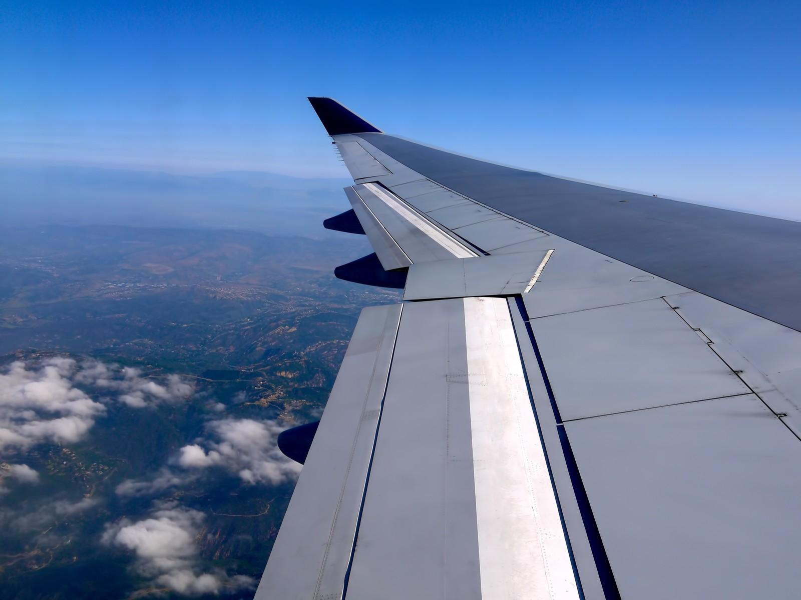 海外出張の時差ボケ予防は機内食を食べないこと