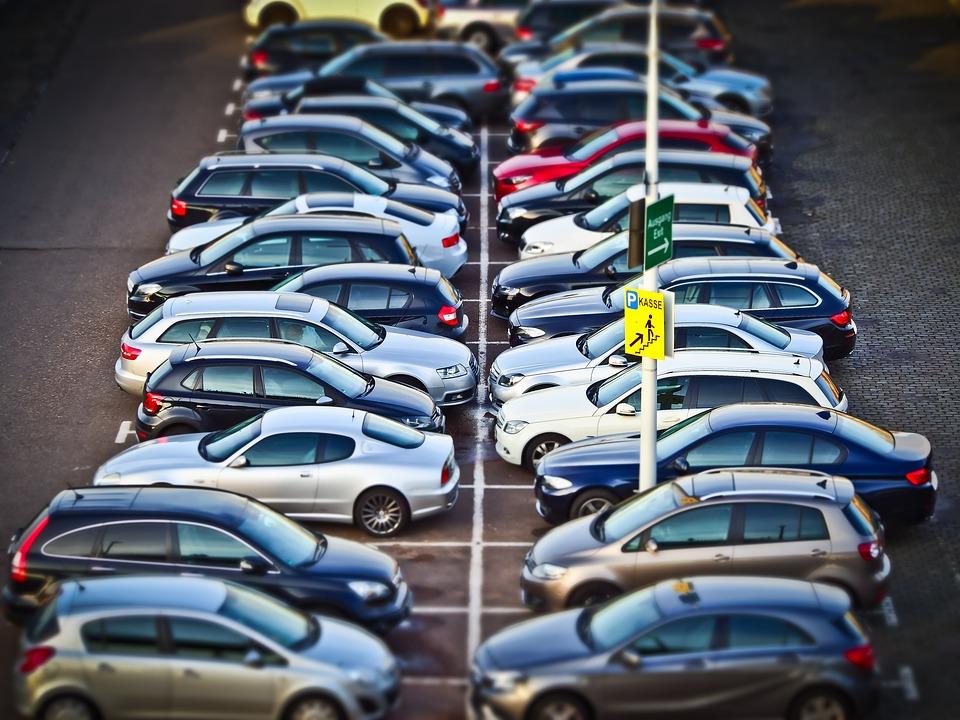自分で運転が上手いと思っている人は○○を目印に駐車する