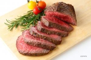 ホームパーティーの肉料理