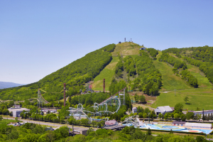 ルスツリゾート遊園地では、熱気球フライト体験や乗馬も楽しめる。