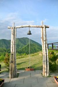 「幸せの鐘」が設置されている羊蹄パノラマテラスへは遊園地からゴンドラ利用。