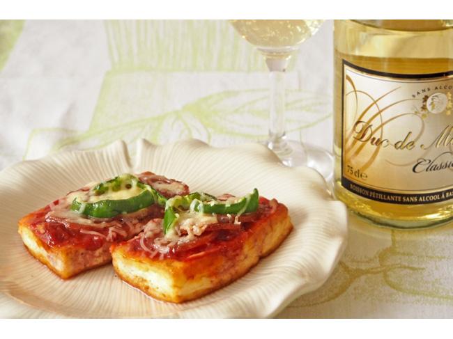 糖質オフの簡単おつまみレシピ「サラミとチーズの豆腐ピザ」
