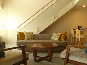 くつろげるリビング、最もコンパクトな部屋でも最大4名の宿泊が可能。