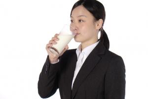 進む牛乳離れ、お腹ゴロゴロ防止には「水素」がカギに!