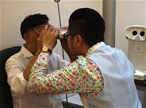 PD(Pupillary Distance/瞳孔間距離)の測定