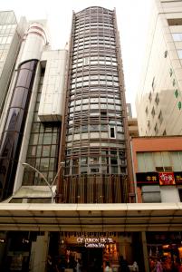 京の台所・錦市場が徒歩圏内!外国人観光客で賑わうNEWなカプセルホテルへ