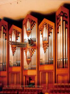 大ホール正面の世界最大級のパイプオルガン。