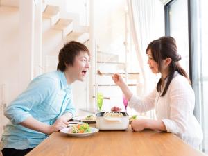 幸福度が高い家庭ほど、男性が仕事、女性が家事を頑張る傾向が強まる