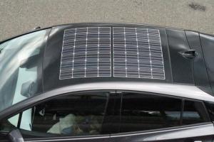 屋根にソーラーパネルを積んだ『プリウスPHV』は夢のあるクルマだ!