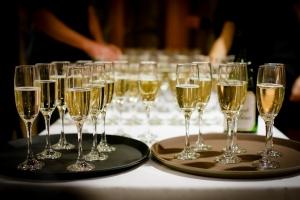 結婚式の二次会は何のためにある?