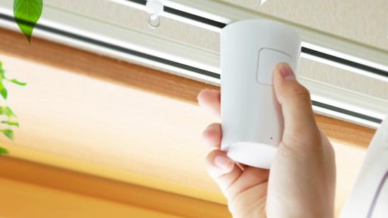 太陽光での心地よい目覚めをかなえるカーテン自動開閉器『めざましカーテン mornin' 』