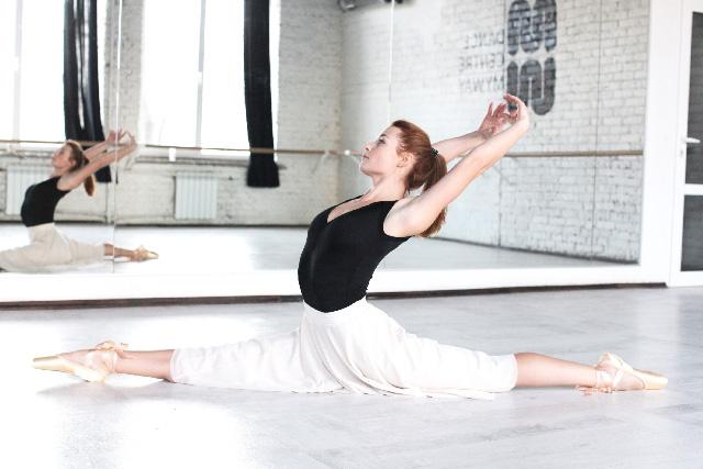 ストレッチの前にやると効果的な股関節をやわらかくする準備運動