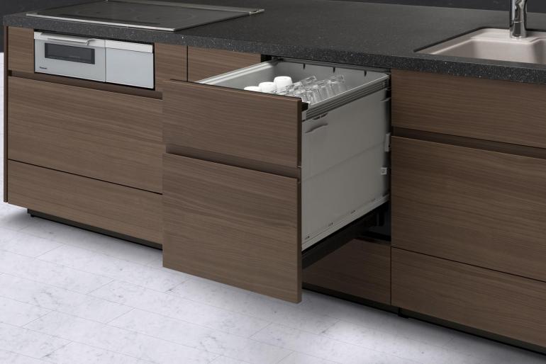 パナソニックから進化した上カゴと新形状ノズルを装備したビルトイン食器洗い乾燥機が登場|@DIME アットダイム