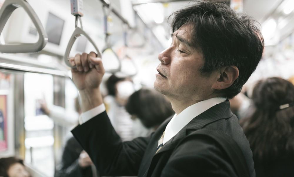 【サラリーマン相談室】毎日、往復2時間の通勤電車が苦痛でたまりません。
