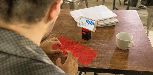 机がキーボードに変身!最先端のレーザー技術を使った投影式キーボード『Serafim Keybo』|@DIME アットダイム
