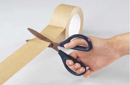 粘着テープを切ってもベタつかない!従来品の約4倍の切れ味を実現したコクヨのハサミ『サクサ』