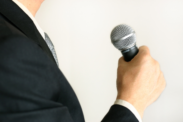 聴衆を「モノだと思う」のは逆効果!プレゼンやスピーチで緊張しないコツ
