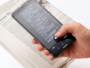 本機専用にカスタムされたマイクロソフト製の翻訳アプリをプリインストール