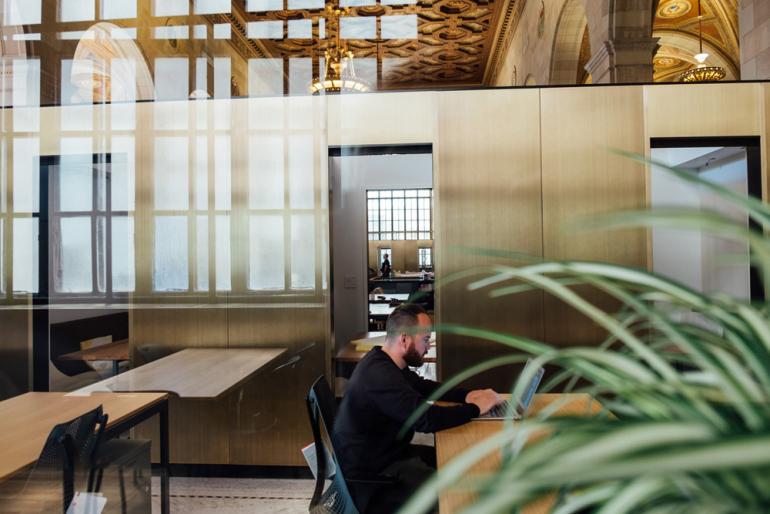 空間から始める働き方改革!集中力が高まるオフィスの音環境とは?