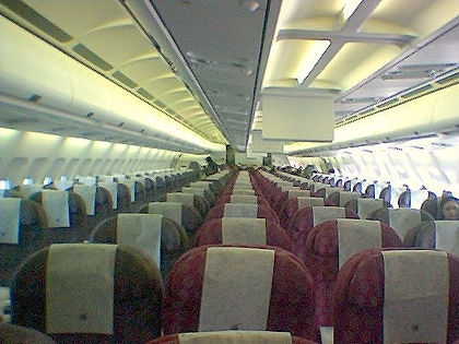 なぜ飛行機の機内で映画を観るといつもより泣けるのか?