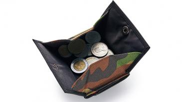 e7cc19a44e04 旅に必要なモノがコンパクトに収まるWEEKEND&CO.のトラベラーズ財布