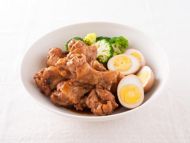 「圧力鍋×手羽元」のレシピの代表格として挙げられるのが、ポン酢を使ったレシピである「鶏のさっぱり煮」だろう。酢やポン酢などを販売しているメーカー「ミツカン」