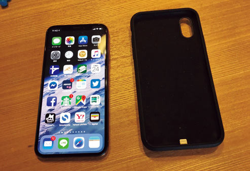 Apple『iPhone XS Smart Battery Case』