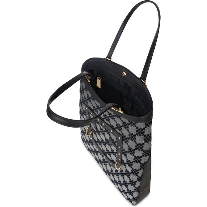 1bebd30fdde7 トートバッグのインナーポケットには「e-commerce exclusive」の文字が刻印されたタグが付いている。価格は57,240円(税込)。現在、フルラ公式オンラインストアで限定  ...