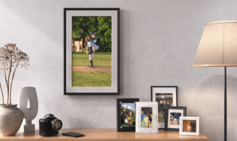家族やペットの写真をクラウドストレージにアップロードするだけでアートのように楽しめるデジタル ...