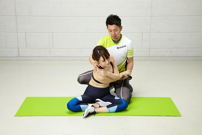 パートナーと密着しながら腰痛を和らげるストレッチ術(2017.07.15)