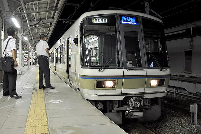 130km/hで京阪神を駆け抜けるJR西日本の新快速を賢く使いこなすコツ